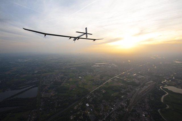 El avión Solar Impulse que vuela con energía solar con la colaboración de Bayer
