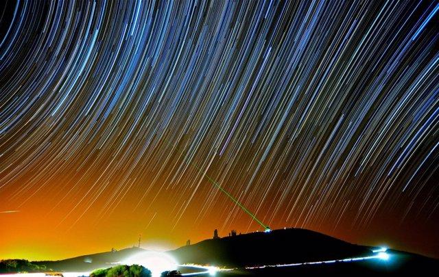 Rayo Láser Emitido Por La Estación Óptica Terrestre De Tenerife