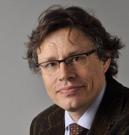 José Luis Ayuso, Director De La Cátedra Santander De Psiquiatría Y Salud