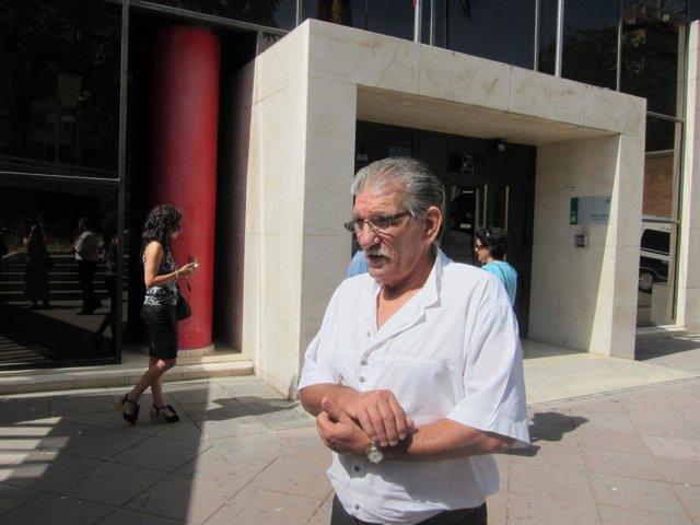 Miguel Montes Neiro saliendo de los Juzgados de Granada
