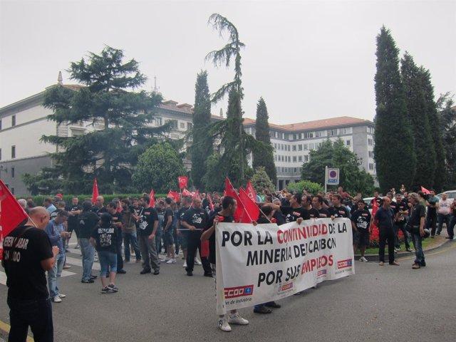 Mineros concentrados ante Delegación de Gobierno Oviedo