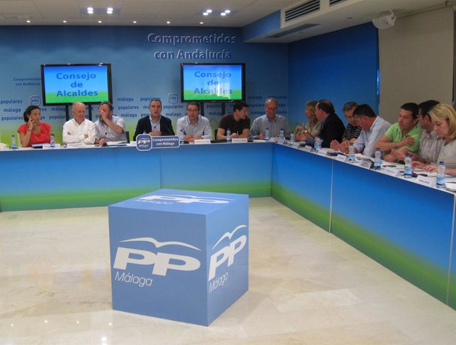 Elías Bendodo en el Consejo de Alcaldes del PP