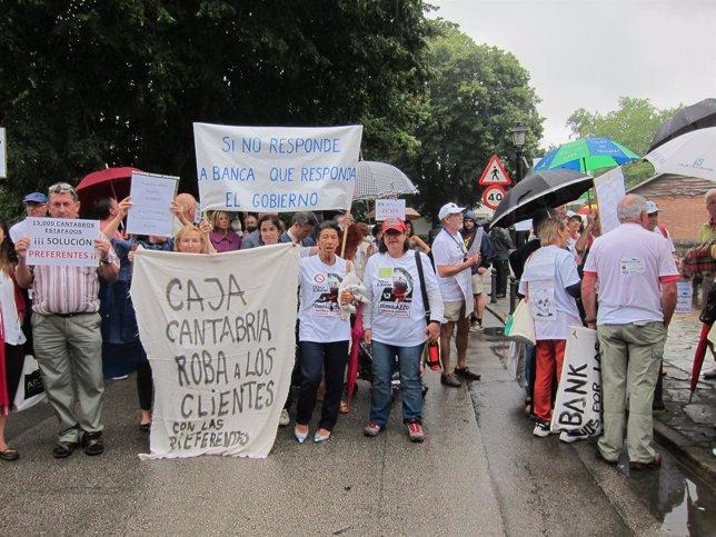 Afectados por participaciones preferente de Caja Cantabria