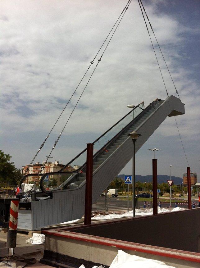 Instalación de escaleras mecánicas en la línea 1 del metro