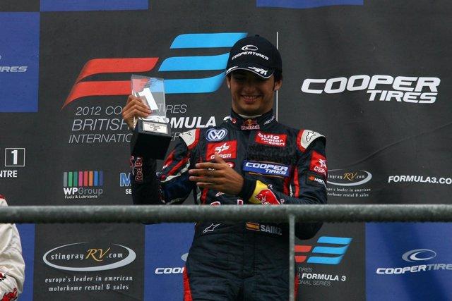 Carlos Sainz Jr en el podio de Spa