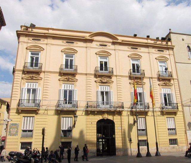 Fachada de la sede de la Diputación de Valencia en la Plaza de Manises