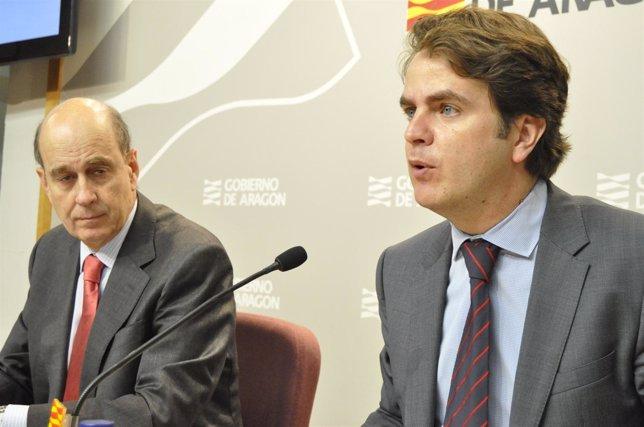 Los consejeros Roberto Bermúdez de Castro (dcha.) y Fernández de Alarcón (izda.)
