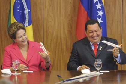 Chávez compra a Brasil seis aviones Embraer para fortalecer la aerolínea estatal Conviasa