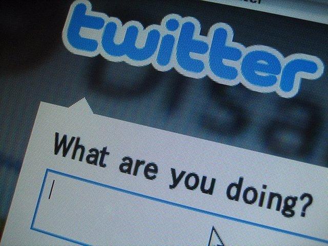 Pantalla de ordenador con Twitter