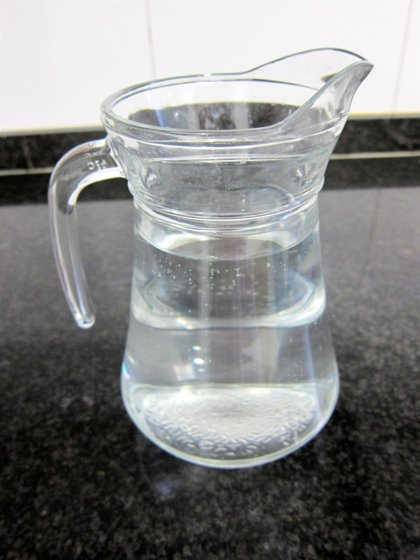 Expertos señalan la importancia de la hidratación en verano para evitar calambres, golpes de calor o una hospitalización