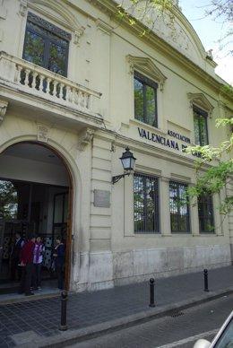 Fachada De La Casa Caridad De Valencia