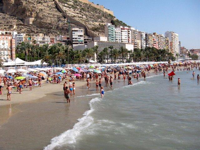 Playa Del Postiguet En Agosto