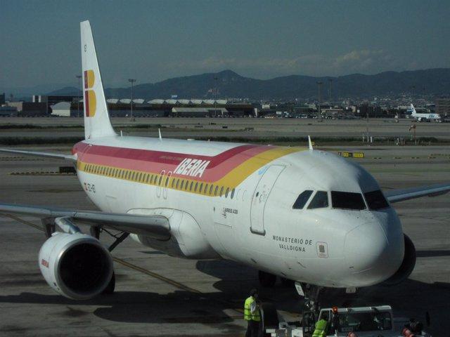 Avión De Iberia En El Prat