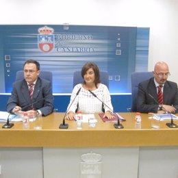 Sáenz De Buruaga Con El Gerente Del SCS Y El Director De Valdecilla