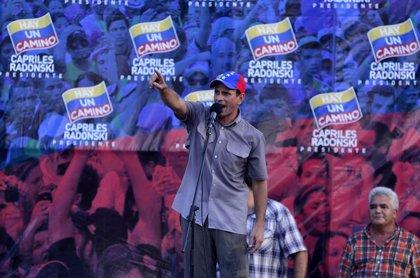 Venezuela.- La oposición asegura que Capriles ha superado a Chávez en los sondeos
