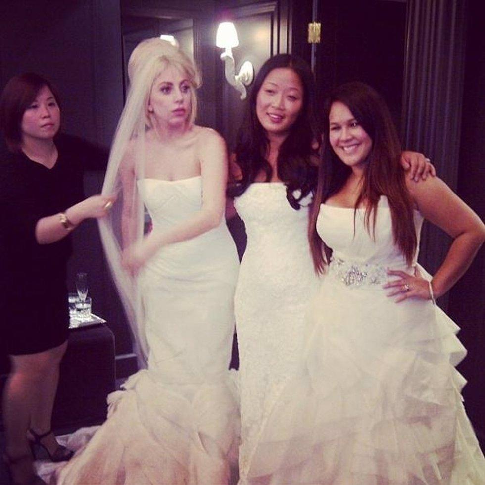 Lady Gaga, pillada probándose vestidos de novia