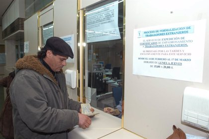 Sanidad asegura que los 'sin papeles' crónicos serán atendidos y se pasará la factura a sus países de origen