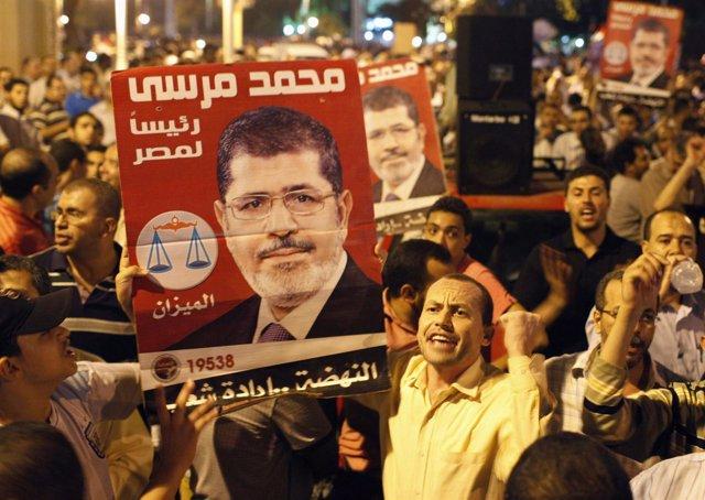 Concentración de egipcios en apoyo a Mursi en Tahrir