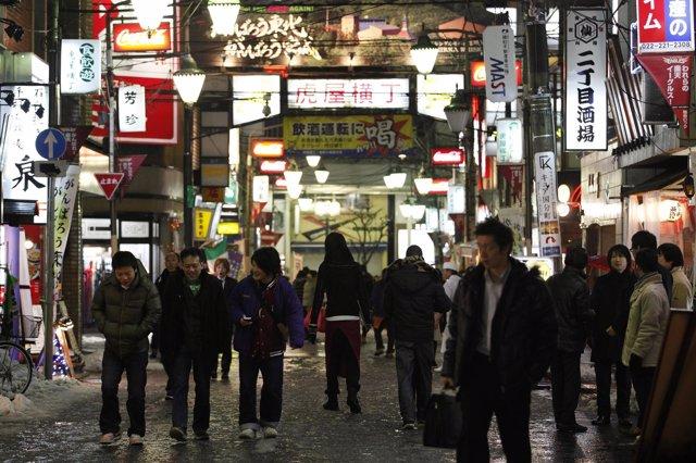 Recuro De Gente En La Calle, Jóvenes, Niños En Japón