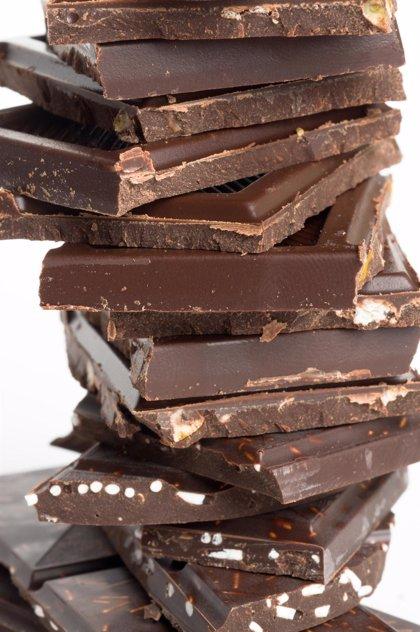 Expertos sustituyen la mitad de la grasa del chocolate por jugo de frutas