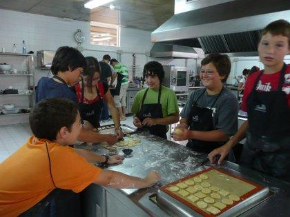 AECC aconseja a los padres actuar como modelos de sus hijos en las comidas y elaborar de forma atractiva los alimentos