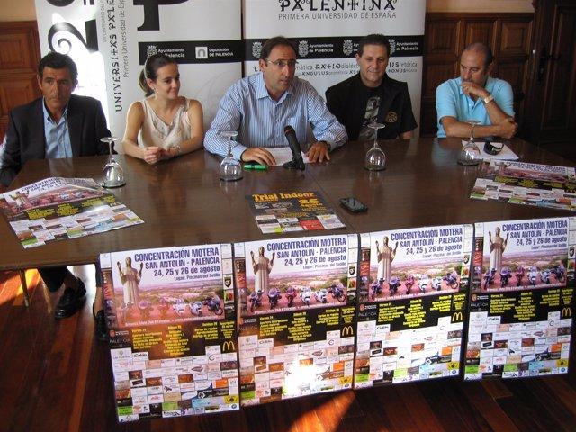 Alfonso Polanco (centro) en la presentación de la I Concentración Motera