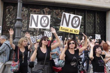 CC.OO. y UGT vuelven a echarse a la calle este viernes contra los recortes