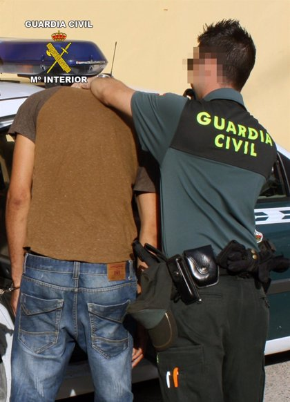 La Guardia Civil detiene en Cieza a una persona que cometía robos de vehículos ocupados por sus usuarios