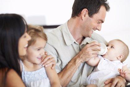 La paternidad tardía aumenta el riesgo de alteraciones genéticas en los hijos