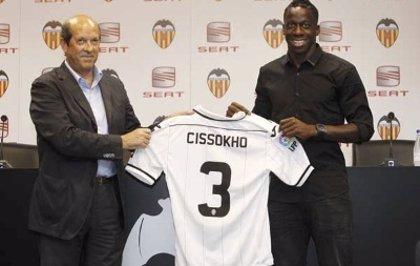 """Fútbol.- Cissokoh (Valencia), en su presentación: """"No ha sido difícil renunciar al dinero; llego a un club histórico"""""""