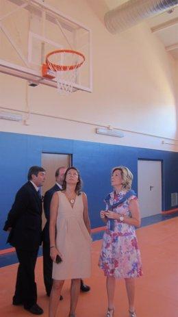 Aguirre y Figar, durante la inaguración del colegio
