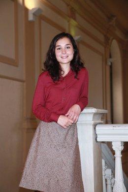 Posado de la actriz Nadia de Santiago caracterizada para la serie 'Niños robados