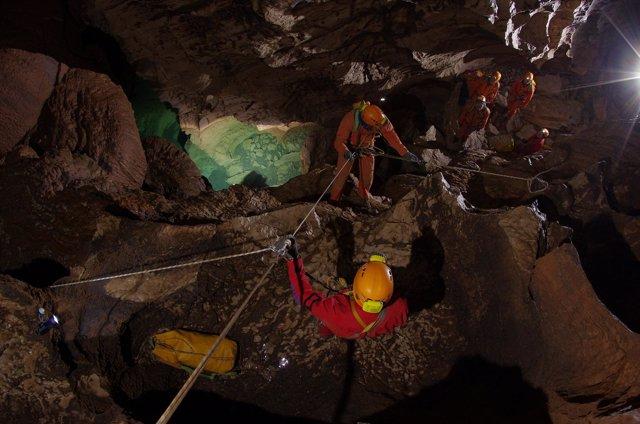 Paseo espacial dentro de una cueva CAVE 2011