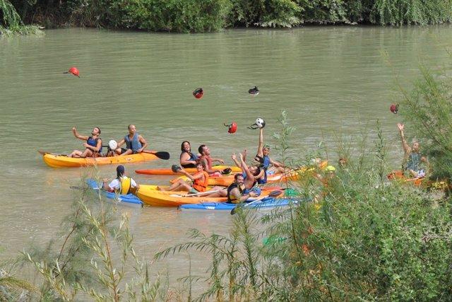 Participantes En El Descenso En Piragua Del Guadalquivir