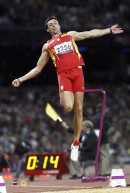 Jose Antonio Exposito en la prueba de salto de longitud