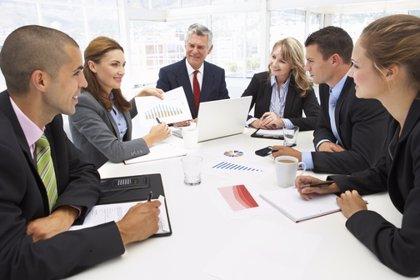 Bruselas propondrá sanciones a empresas que incumplan cuota femenina de 40% en consejo de administración