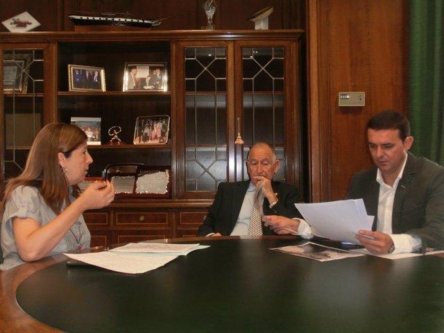 La Alcaldesa De Mojácar Junto A Amat Y García En Una Reunión