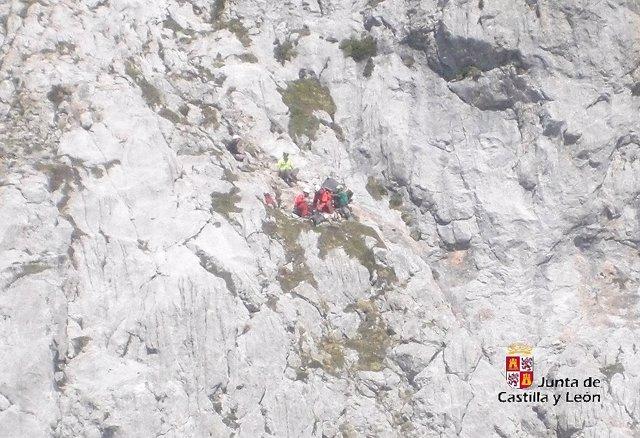 Operación de rescate del montañero fallecido en el pico Peña Santa