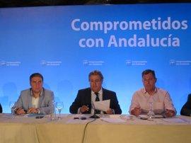 """Zoido (PP-A) cree que las """"contradicciones"""" entre Griñán y Valderas evidencian una """"bicefalia"""" en el Gobierno"""
