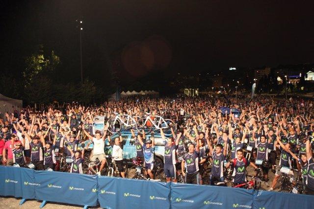 Participantes de la Marcha ciclista nocturna.