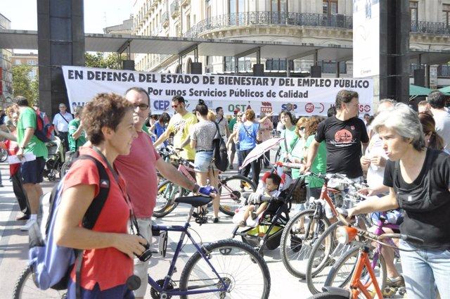Concentración sindical contra los ajustes del Gobierno de España.