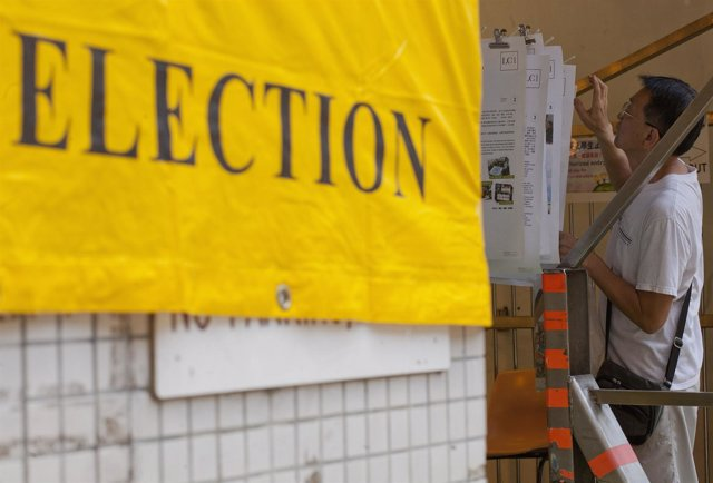 Hong Kong vota en unas elecciones marcadas por el rechazo al plan educativo