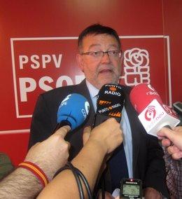 Ximo Puig, Atiende A Los Periodistas.