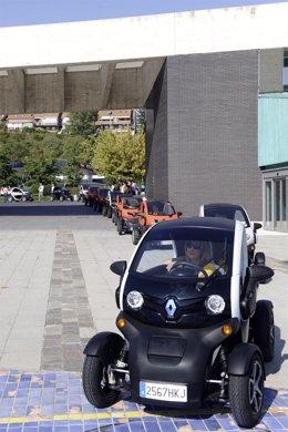 Imagen de la caravana Twizy de la red Women@Renault