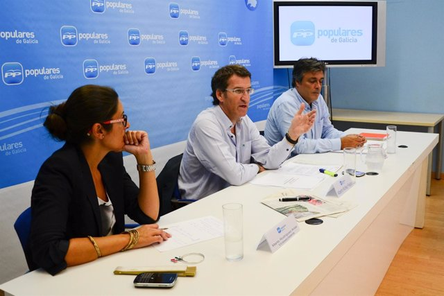 Feijóo en la reunión del equipo encargado del programa electoral del PPdeG