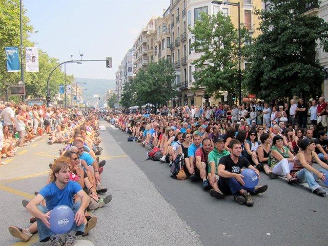 Movilización de Herrira en el Boulevard de San Sebastián