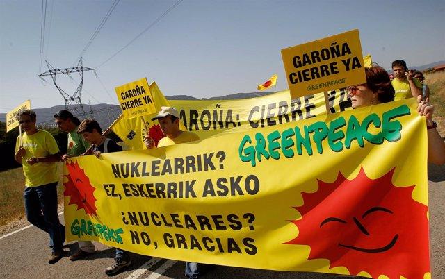 Manifestación a favor del cierre de la central de Garoña