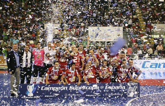 Los penaltis dan la Supercopa a ElPozo