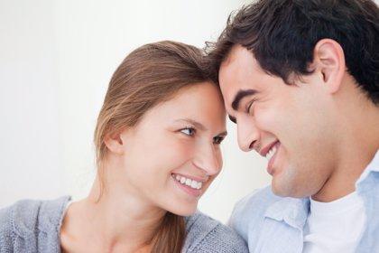 Los actos de generosidad son claves para la estabilidad del matrimonio, según un estudio de The Family Watch