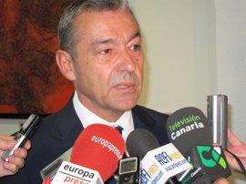 """Rivero está preocupado por los incidentes en Ryanair y cree que sería """"malo para Canarias"""" perder a Islas como operador"""